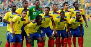 La Nazionale dell'Ecuador. Con nonchalance ognuno guarda dove vuole.